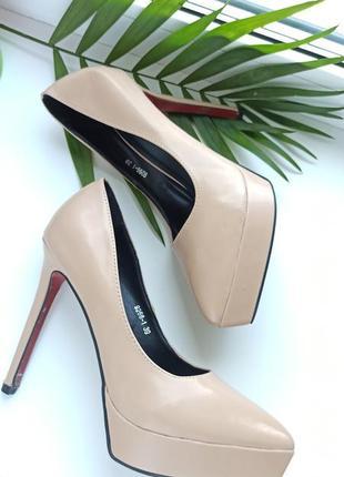 Лаковые туфли 39