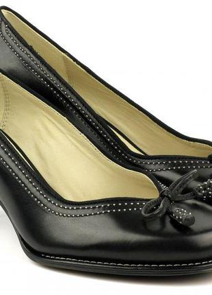 Новогодние классические черные туфли от clarks раз.39.5-40 (26.2 см)