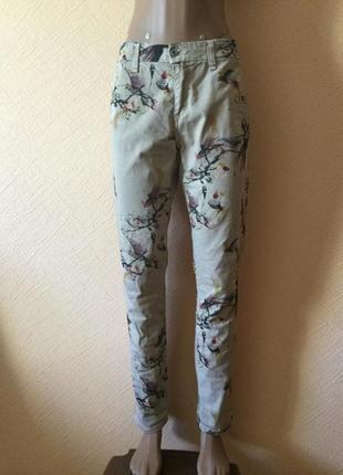Стильные коттоновые джинсы с птицами от please/ италия.
