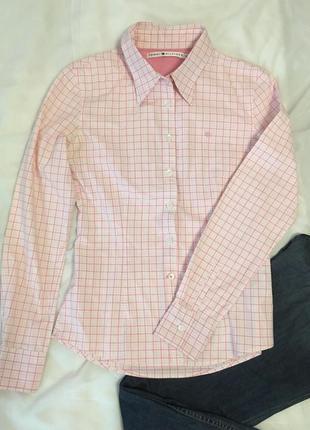 Tommy hilfiger стильная женская рубашка в бело-розовую клетку