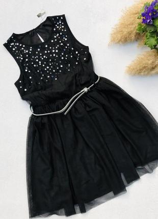 Нарядное чёрное платье с поясом