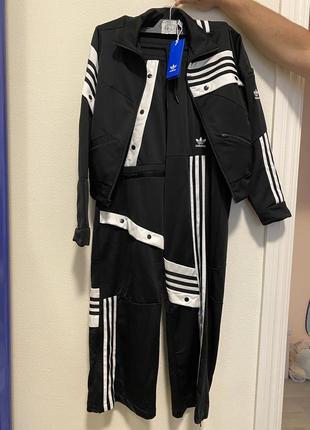 Крутой спортивный костюм adidas. оригинал