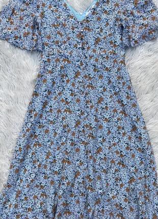Шикарное летнее платье в цветочный принт раз.s