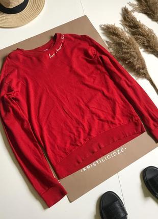 Красный свитшот с вышивкой р.xs