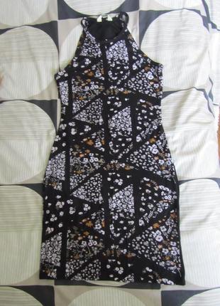Платье по фигуре в орнамент