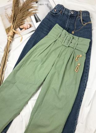Оливковые легкие хлопковые брюки на высокой посадке с поясом