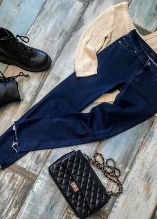 Синие женские джинсы с необработанными краями mustang. размер s.