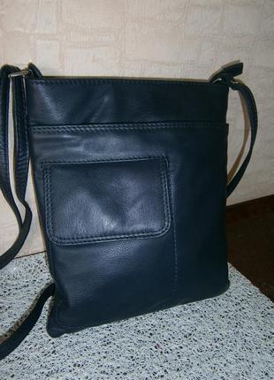 Стильная сумка кросс-боди из натуральной кожи. klarks