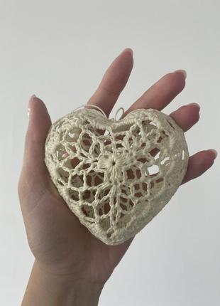 Декор вязаное сердечко