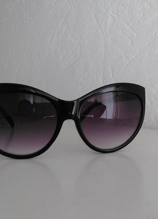 Стильные очки красивой формы и эффектом деграде