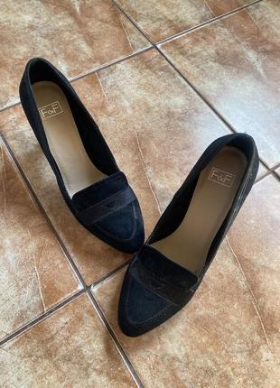 Классические туфли из замши новые