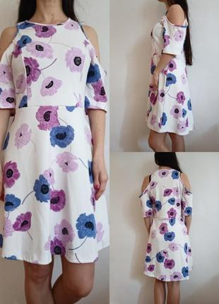 Платье с вырезами на плечах