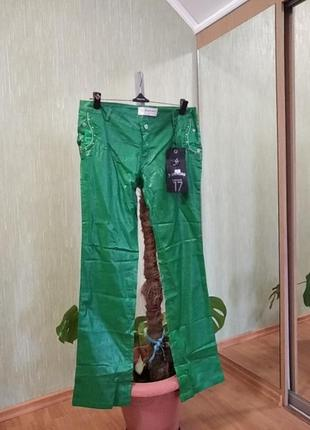 Зеленые брюки