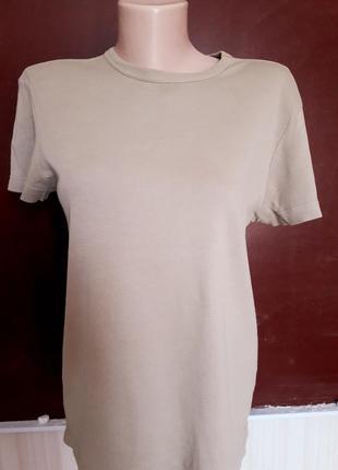 Новая фирменная базовая  бежевая футболка размер l hugo boss