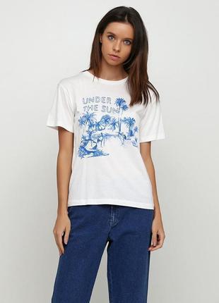 Стильная футболка прямого кроя с вышивкой