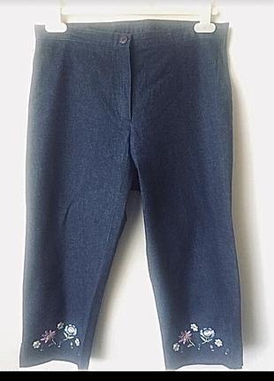 Удобные бриджи с оригинальной вышивкой