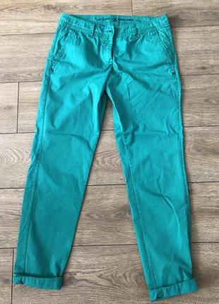 Классные чиносы брюки штаны изумрудного цвета