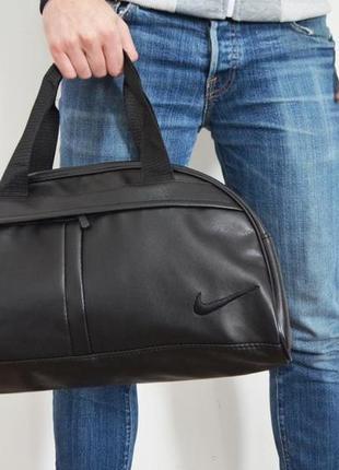 Стильная и удобная фитнес-сумка . отличный вариант для похода в спортзал или поездку. подойдет как мужчинам так и женщинам.