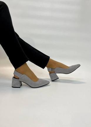 Серые замшевые туфли без пятки