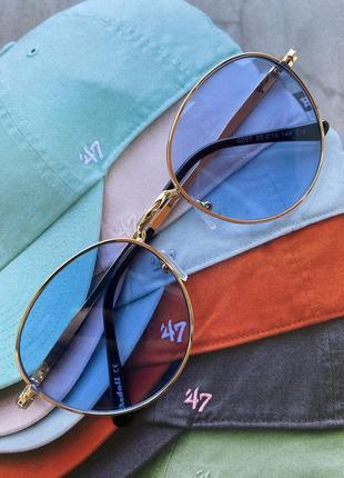 Яскрава кругла модель, сонцезахисні окуляри