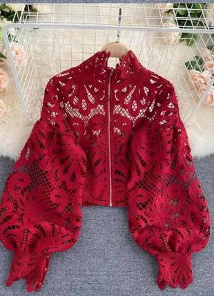 Шикарная укороченная блуза с объемными рукавами