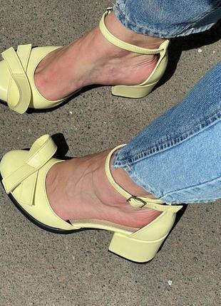 Кожаные туфли на каблучке ручная работа