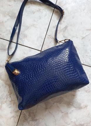 Синяя  сумочка очень красивая