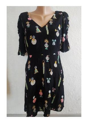 Актуальное платье с интересными принтами, отрезное, интересный рукав, стильное, модное, трендовое