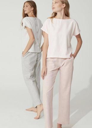 Костюм жіночий рожевий в смужку з штанами і блузою