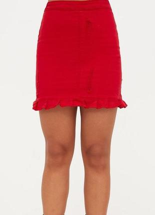 Яркая стильная джинсовая юбка с воланом prettylittlething