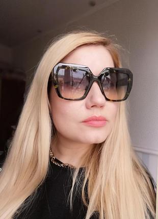 Эксклюзивные брендовые солнцезащитные женские очки 2021 зелёные с салатовыми вкраплениями