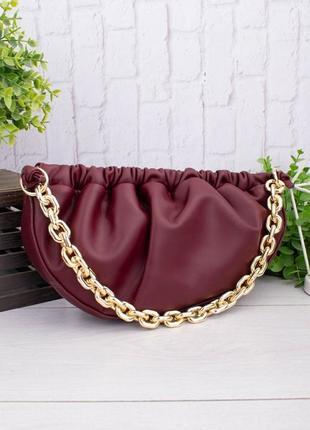 Женская бордовая сумка с массивной цепью
