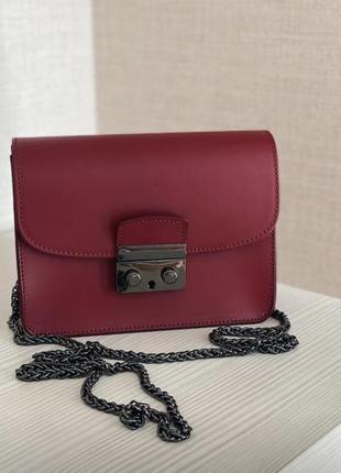 Женская сумка-клатч на цепочке