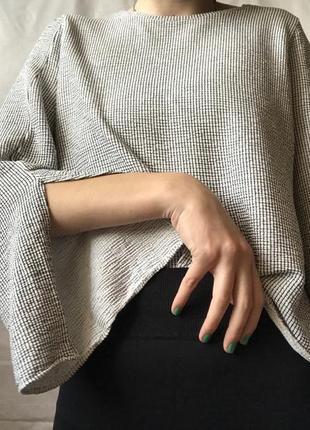 Кофта с разрезами на рукавах