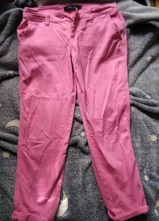 Розовые брюки женские