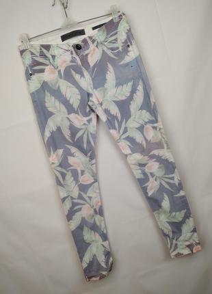 Джинсы брюки стрейчевые модные оригинальные в принт зауженные guess