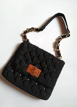 Маленькая стеганая сумка из текстиля