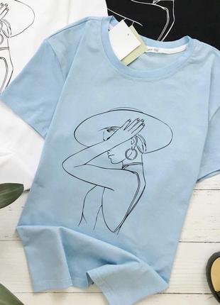 Базовая голубая футболка с принтом
