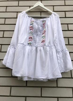 Белая,чуть прозрачна блузка,рубаха с баской,вышивка,кружево этно,бохо стиль италия