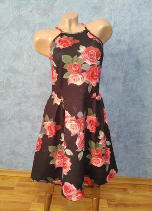 Шикарное платье миди с розами на тонких брителях в цаеточный принт