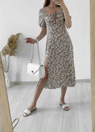 Милое платье в цветочек с разрезом, сукня в квітку