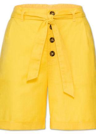 Яркие желтые  льняные шорты