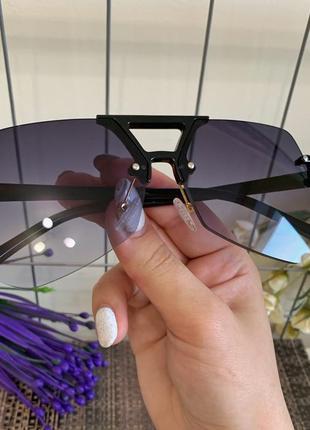 Солнцезащитные очки актуальной формы 2021