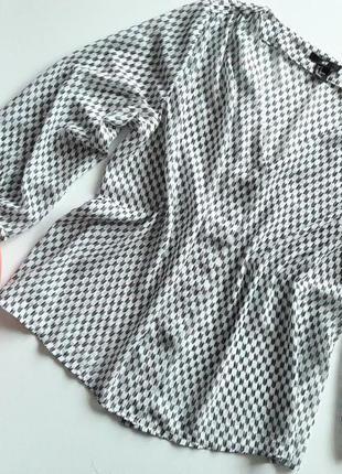 Красивая блуза.