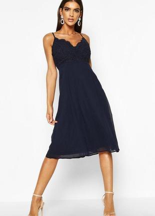 Платье кружевное синее шифоновое миди с бретелями boohoo