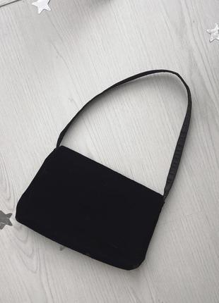 Трендовая базовая чёрная бархатная сумка багет сумочка