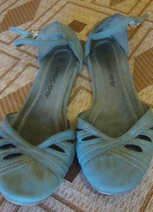 Босоножки голубые pieces accessories размер 38 стелька 25 см.