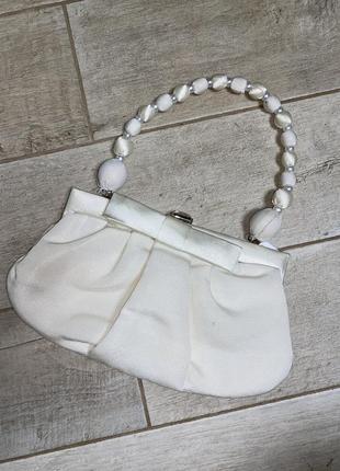 Белая вечерняя сумочка,жемчуг,бусины