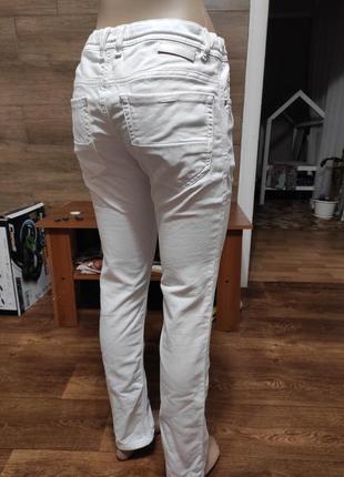 Белые джинсы стрейч