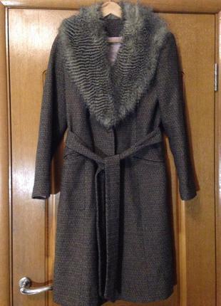 Фирменное классическое демисезонное пальто с меховым воротником dorothy perkins